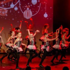 2016-12-18_A Christmas Vacation_Dansatelier Den Haag_show 1_X-Noize.nl-31